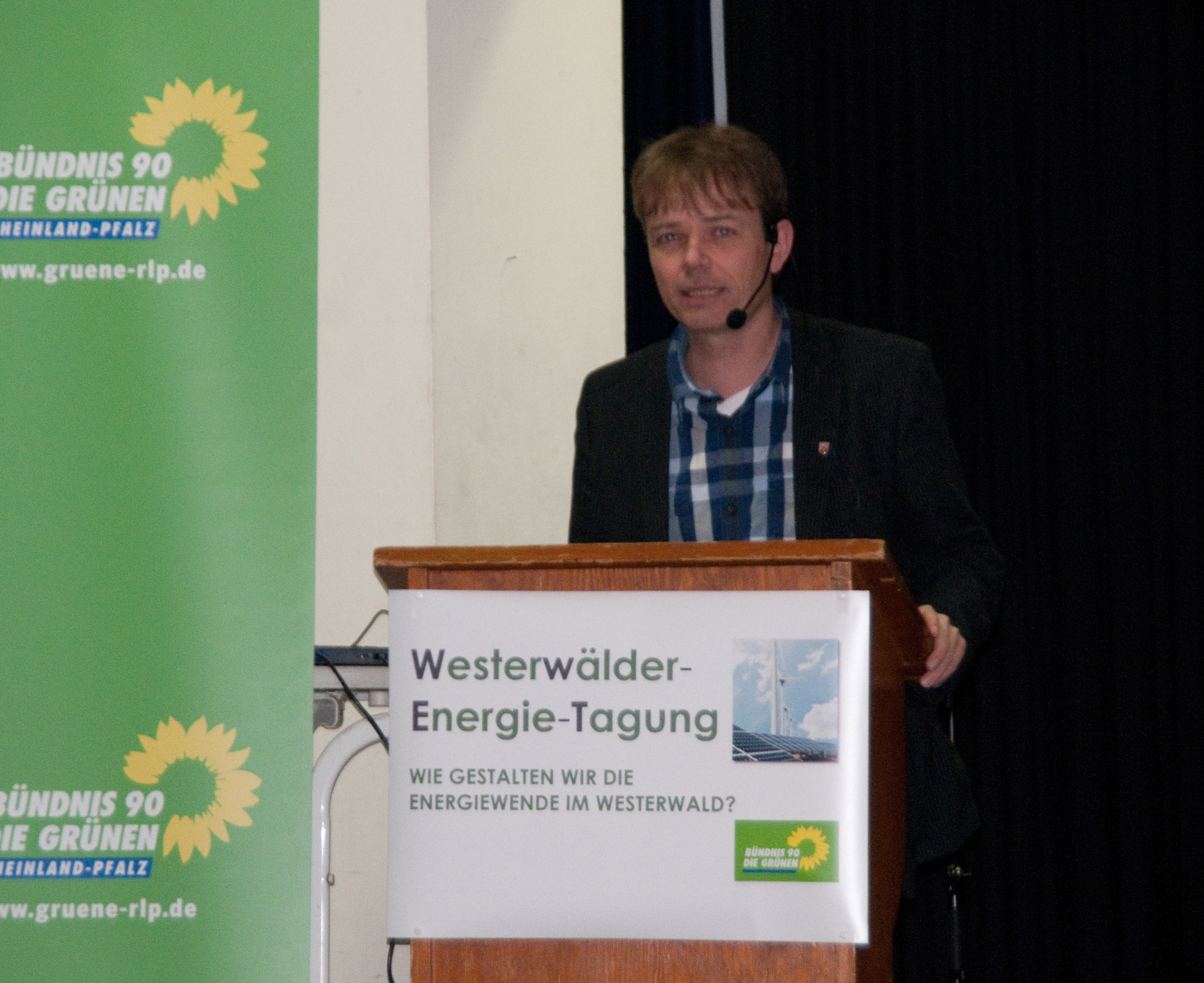 Andreas Hartenfels, MdL, energiepolitischer Sprecher Bündnis90/DIEGRÜNEN, geht auf Details des Landesentwicklungsplans ein und gibt Einblicke in den in Wind-Erlass der Landesregierung, der im April veröffentlicht wird.