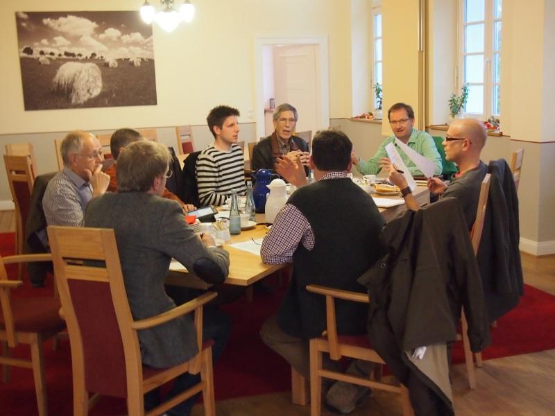 Die Vorstände der AEKS GmbH, der Wäller Energie eG und der Maxwäll-Energie Genossenschaft eG diskutieren mit den Redakteuren der Westerwälder- und der Siegenere Zeitung